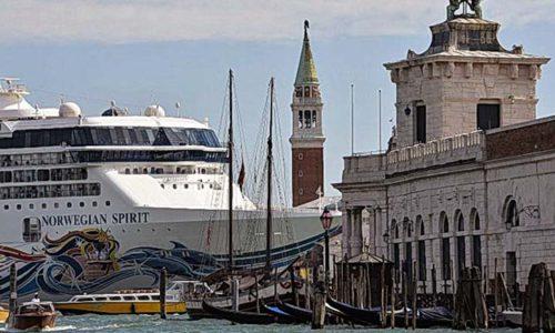 Venedig mit Kreuzfahrtschiff