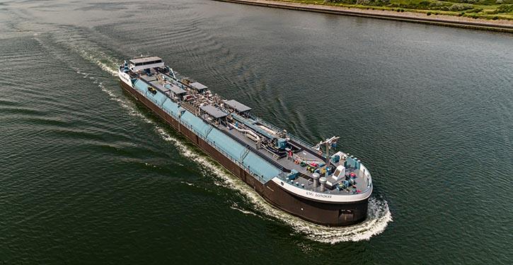 Neubau MV LNG LONDON während ihrer ersten Einsätze