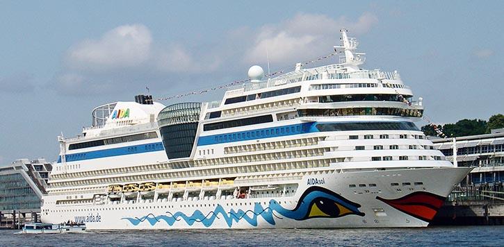 Die AIDAsol am Cruise Center Altona.