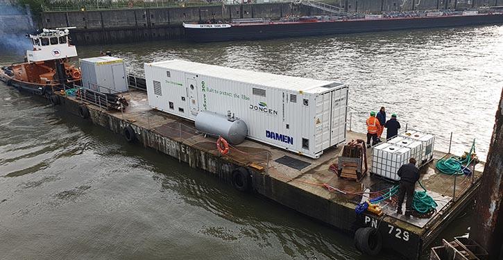 Die InvaSave 300, montiert auf einer Barge