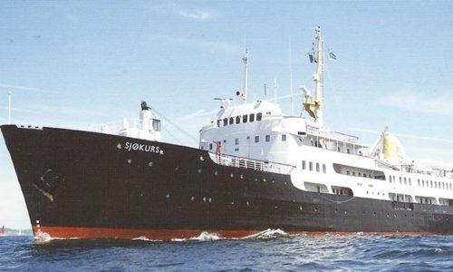 Die SJØKURS in den Farben der Sørlandets Maritime Vidergående Skole (SMVD).