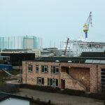 Die SUPERSTAR LIBRA liegt in Wismar fast direkt neben der Dockhalle von MV Werften.