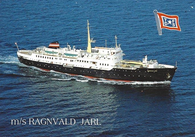 Die RAGNVALD JARL in den Farben der Hurtigruten-Reederei Troms Fylkes Dampskibsselskap (TFDS).